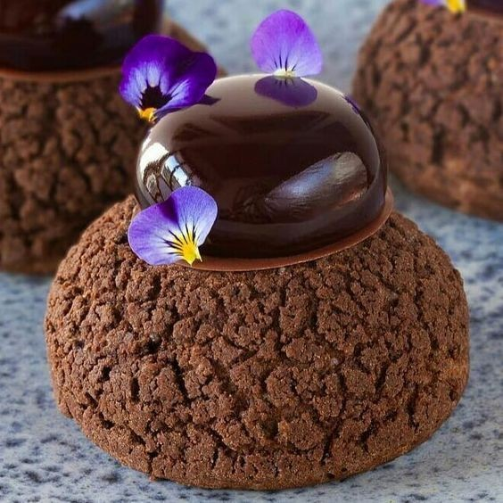 Šokolādes profiteroļļi